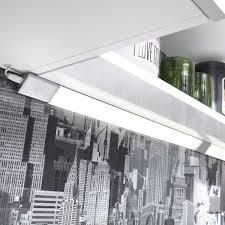 reglette led pour cuisine eclairage cuisine et dressing leroy collection et reglette led pour