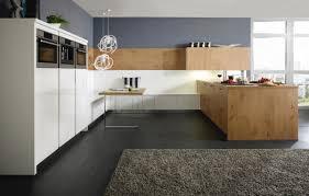 bauformat u form küche echtholz mit hellbraunen fronten