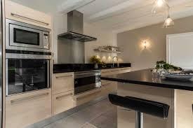cuisine bois plan de travail noir cuisine bois cuisine bois et plan de travail noir of cuisine