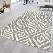 kurzflor teppich weiß beige wohnzimmer rauten muster ethno