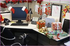 Cubicle Holiday Decorating Themes by Office Cube Decoration Best 25 Work Desk Ideas On Pinterest Decor
