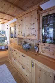 wohnzimmerverbau aus zirbenholz traditioneller landhaus