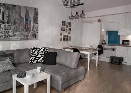 skandinavische wohn esszimmer einrichtung in weiß und grau