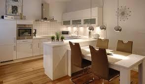 küche mit integriertem tisch küche tisch wohnung küche