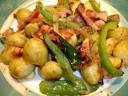 cuisiner des pommes de terre nouvelles recette de pommes de terre nouvelle poivron lardons