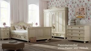 kleiderschrank im landhausstil für ihr schlafzimmer