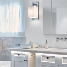 leuchtend warmes badezimmer in weissem quarzit real stein