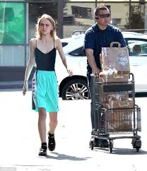 Sunday Funday Lily Rose Depp And Her Bodyguard Did A Little Grocery Shopping In