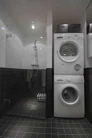 waschmaschine und trockner im badezimmer
