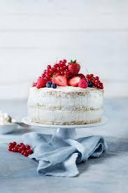 cake mit himbeeren erdbeeren bilder kaufen