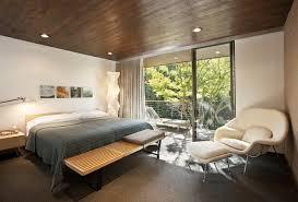 chambre en lambris decoration lambris plafond bois sopts encastrables chambre