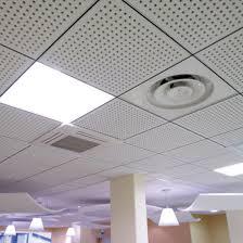 plafonds suspendus démontables en dalles de plâtre perforé pour l