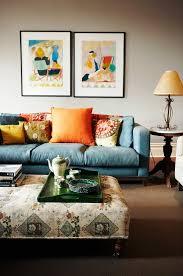 wohnzimmer mit blauem sofa bunten bild kaufen