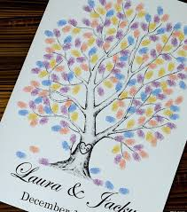 photo déco pas cher un livre d or original avec un arbre à