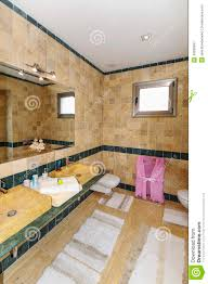 badezimmer im landhaus modern stockbild bild flur