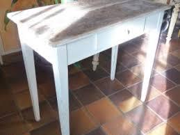 table de cuisine ancienne en bois table de cuisine ancienne transformée en élégante de salon par
