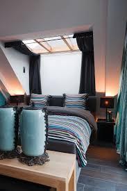 elegantes schlafzimmer auf bett bild kaufen 11325004