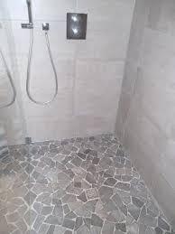 fertiger boden dusche naturstein bruchmosaik mit gefälle