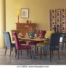 rosa und türkis gepolstert essen stühle tisch in