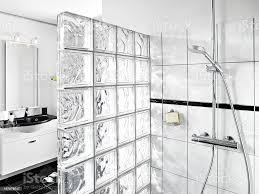 bad mit glaswand und dusche corner stockfoto und mehr bilder badezimmer