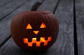 Simple Steps To Carving A Pumpkin by 6 Simple Steps To Carve The Perfect Halloween Pumpkin Holidays