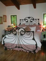 Wrought Iron Headboards King Size Beds by Best 25 Antique Iron Beds Ideas On Pinterest Antique Iron