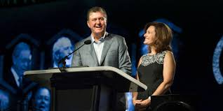 Bellevue Singing Christmas Tree Live by Bellevue Baptist Church Pastor Steve Gaines