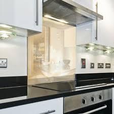 küchenrückwand spritzschutz küche gehärtetes glas rückwand