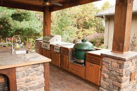 Traditional Outdoor Kitchen With Big Green Egg Shaw Greenegg 34 On