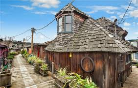 100 Lake Union Houseboat For Sale This Whimsical Houseboat In Seattle Is Straight Out Of A