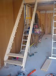 réaliser un escalier simple en bois le de etienne et lila