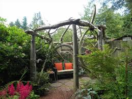 Rustic Garden Fence Ideas A Youtube Diy Looks Great And Would Age Gracefully