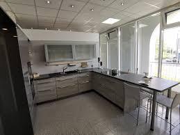 häcker küche mit hochglanz lack fronten in lavagrau und