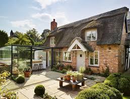 cuisine cottage anglais photos cette cuisine dans un cottage anglais est entièrement vitrée