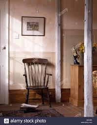 stick wieder vintage sessel in einem 70er jahre wohnzimmer