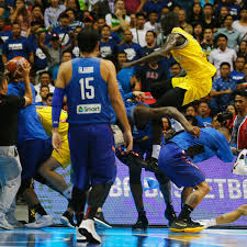 Basketball Fiba Suspendiert 13 Spieler Und Zwei Trainer Nach Massen
