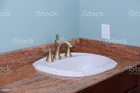 moderne waschbecken waschbecken zähler der badezimmer interieur stockfoto und mehr bilder architektur