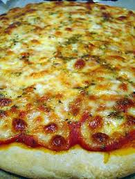 pate a pizza maison recette de pizza maison crousti moelleuse à la pâte délicieusement