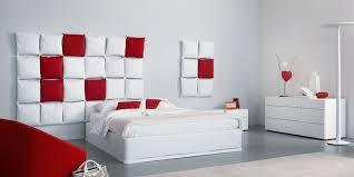 InteriorDecorate A Perfect Guest Room With Red And White Color Scheme Also Unique Wall