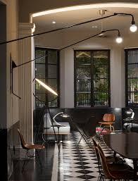 designklassiker im maskulinen wohnzimmer bild kaufen