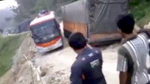 Awesome Truck Driving Skills On Dangerous Road. In This Video Most ...