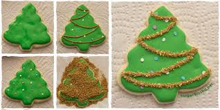 After You Have Baked Your Sugar Cookies In The Shape Of Christmas Trees And Let Them Cool Completely Begin Decorating By Outlining Edge A Cookie