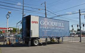 100 Goodwill Truck File Truck At 102nd And Glisan Portland Oregon 2016