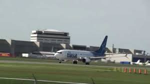 air transat lyon montreal air transat boeing 737 8q8 c gtqb takeoff 24l cyul montreal