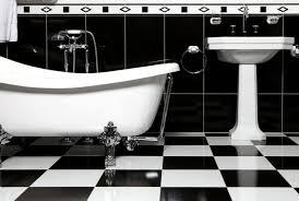 schwarz weiße fliesen in einem bad badezimmer fliesen bad
