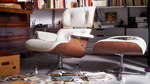 Eames Lounge Chair:Storia E Caratteristiche Di Un'Icona Eames Daw Style Chair Moss Rar Rocking Blue Grey 10 Best Chairs The Ipdent Plastic Arm Chair Rocking Vitra Elephant Small White Charles Ray 1950 Design Adult La Chaise By For Space Fniture Armchair Sea Blue New Height Coated Rocker Black How I Really Feel About My Deuce Cities Henhouse