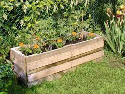 DIY How To Build A Garden Planter From Pallet Wood