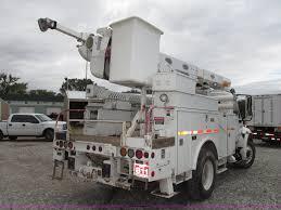 100 Reading Truck 2006 ALTEC L42M Boom Lift On Body Item G9935