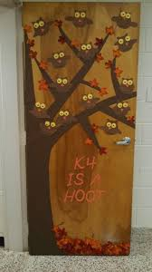Kindergarten Thanksgiving Door Decorations by The 25 Best Fall Doors Ideas On Pinterest Fall Classroom