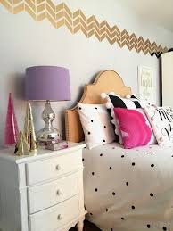 Raymour And Flanigan Bedroom Desks by Decorating A Room For Christmas Black White Gold And Pink
